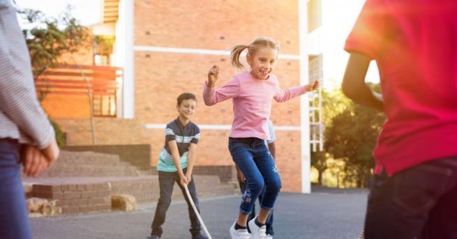 Децата, които имат достъп до площадки за игра с люлки