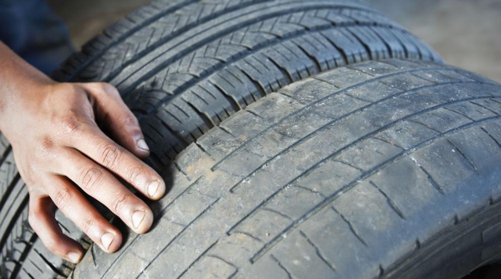 Откриха незаконно сметище от стари гуми и строителни...