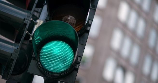 Светофар падна на кръстовището на булевардите