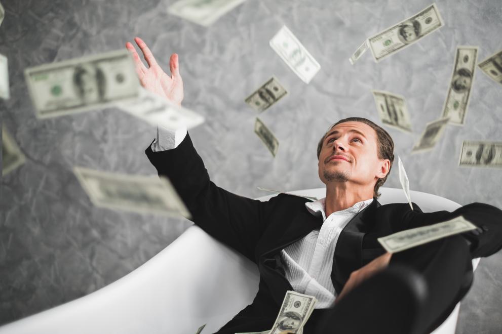 Общото богатство на свръхбогатите намалява за първи път от три години.