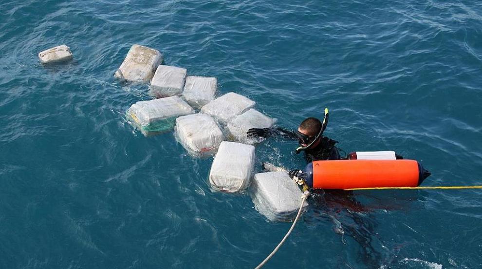 Извадиха подводницата, извозвала 3 тона кокаин...