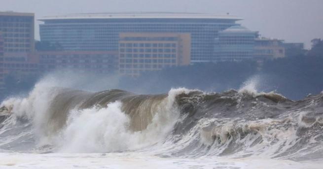 Тайфунът Митаг причини смъртта на най-малко четирима души в Южна