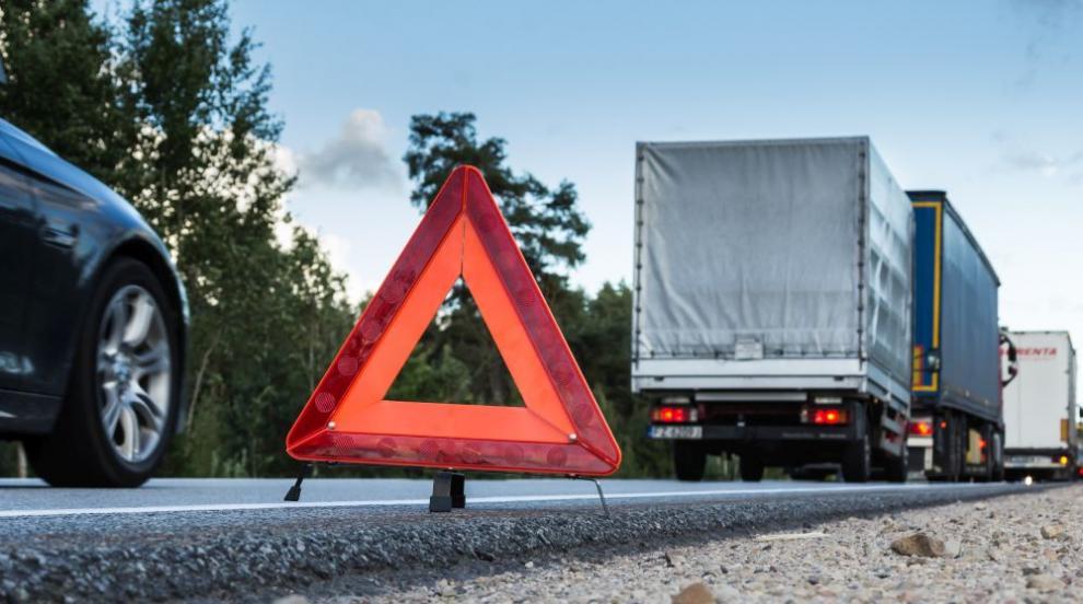 Мъж загина при катастрофа на пътя София - Ребърково, движението е спряно
