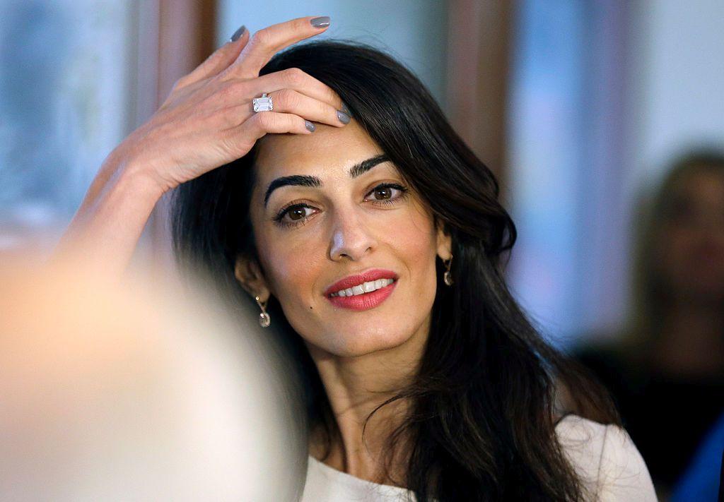 Съпругата на холивудския актьор Джордж Клуни – Амал, обича да експериментира с цветовете.