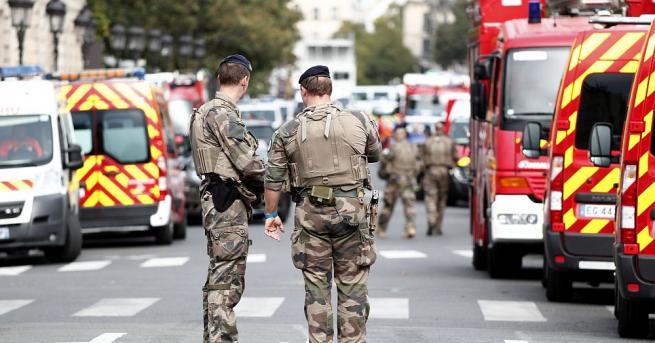 Съпругата на човека, убил вчера с нож четирима полицаи в