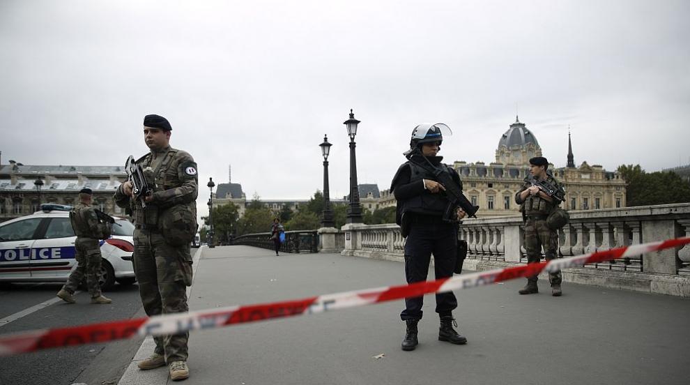Полицаят убиец в Париж може да е бил с терористични подбуди (ВИДЕО)