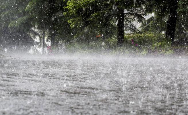 Времето днес – дъжд и застудяване