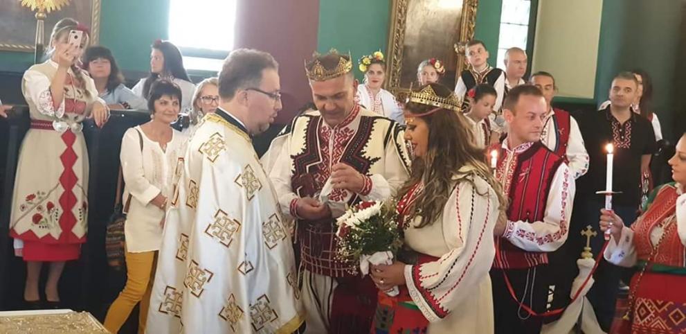Семейство Димитрови чака за сватбата си 10 години.