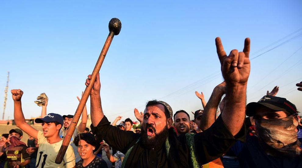 Множество ранени и двама убити при антиправителствени протести в Ирак
