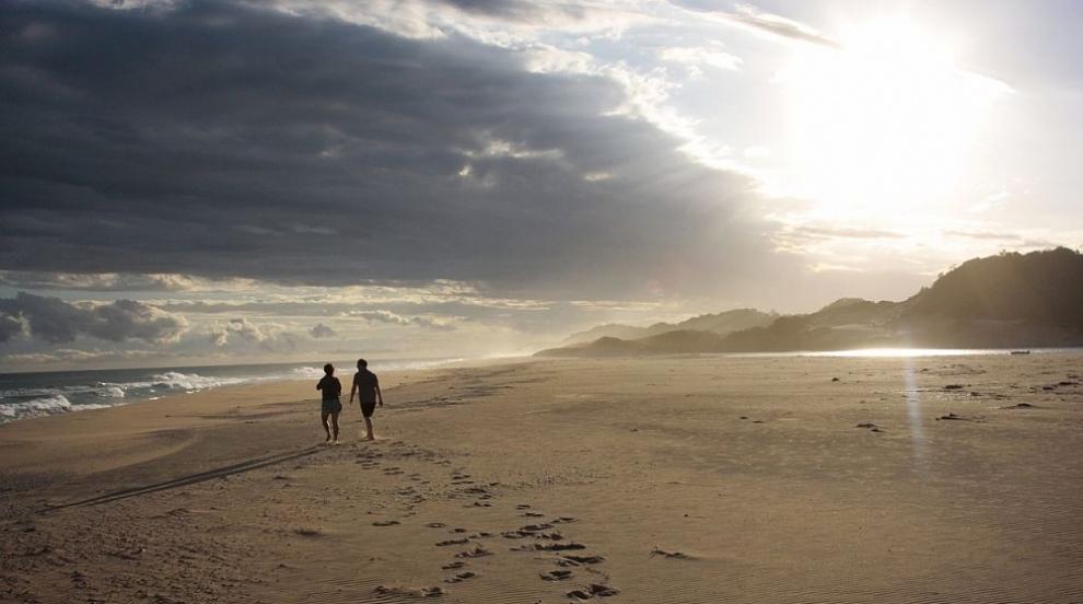 Токсична пяна покри индийски плаж (СНИМКИ/ВИДЕО)