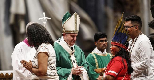 Снимка: Папата откри с литургия 3-седмичен съвет на епископите от Амазония