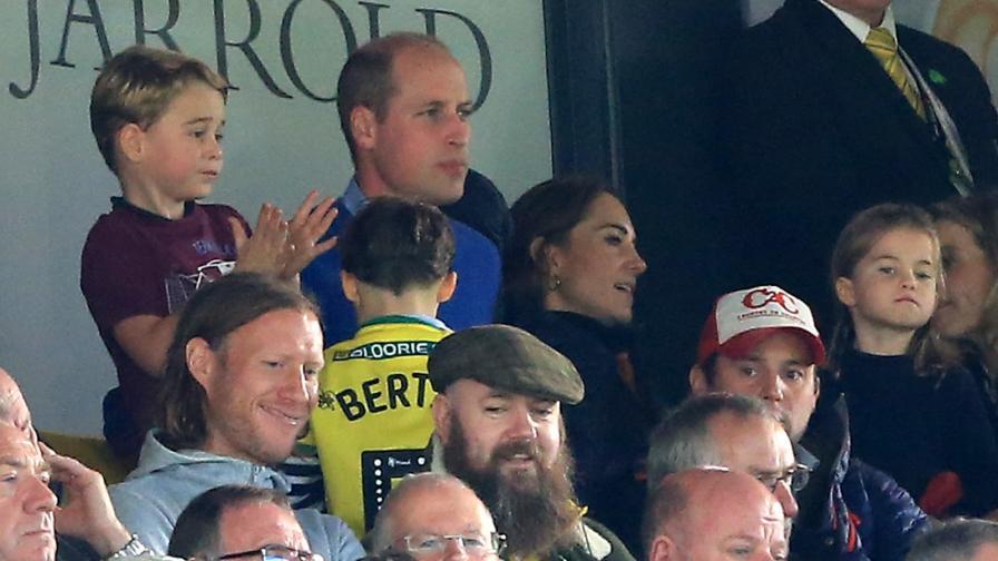 <p><strong>Принц Джордж</strong> със сладка реакция по време на <strong>футболен мач</strong></p>