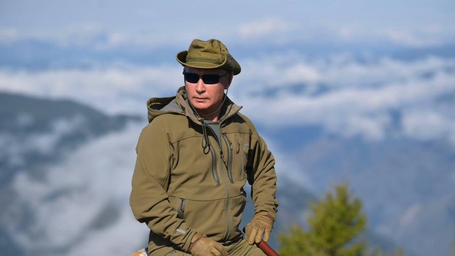 Путин става днес на 67, бра гъби над облаците в Сибир