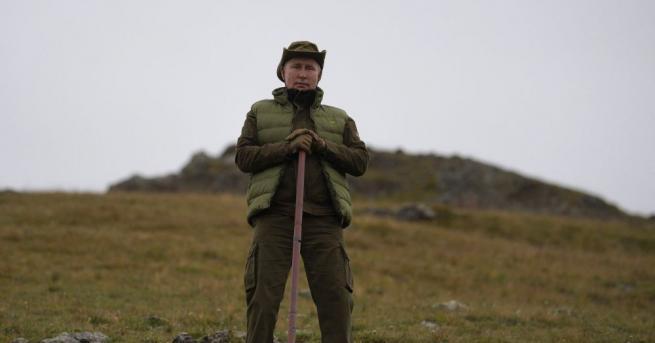 66-годишният президент на Русия съвсем не прилича на дядо, отбелязва
