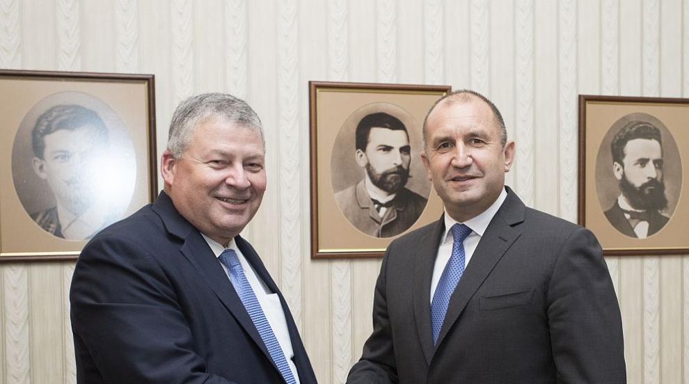 """Президентът Радев се срещна с директора на """"Локхийд Мартин"""" Ранди Хауърд..."""