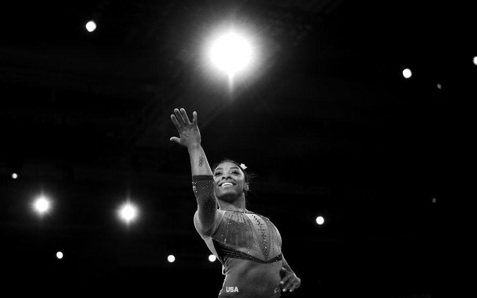В света на спортната гимнастика се случват исторически постижения. Симон