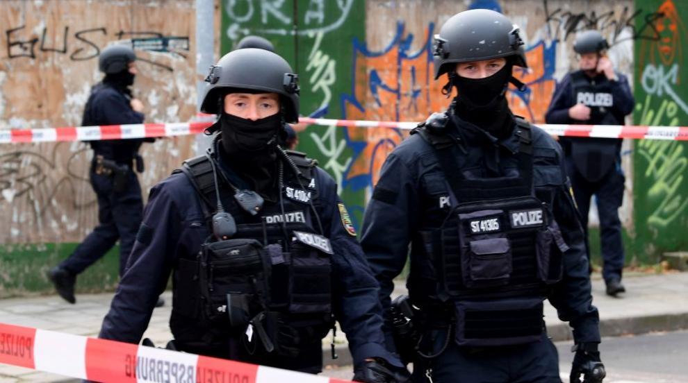 Двама убити при стрелба до синагога в германския град Хале (ВИДЕО/СНИМКИ)
