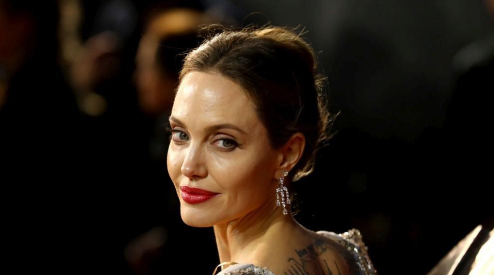 Анджелина Джоли емоционална за превенцията на рака и физическите белези