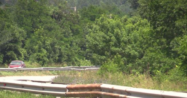 Трети ден блокада на пътя Кърджали - Ардино с искане
