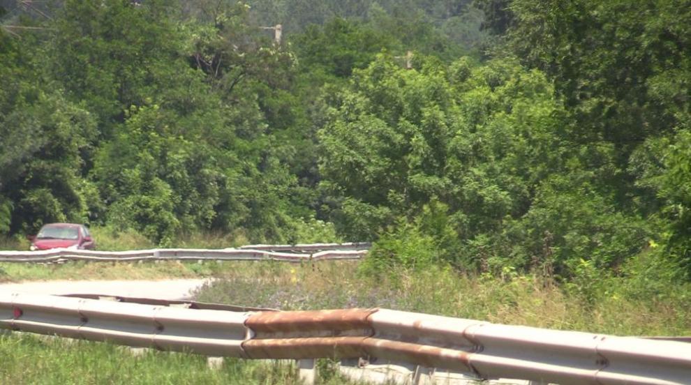 С искане за ремонт: Трети ден блокада на пътя за Кърджали