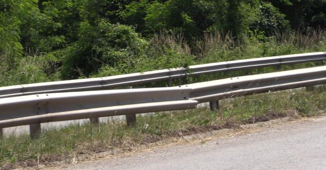 Временно движението по път I-9 с. Баня - Сл. Бряг