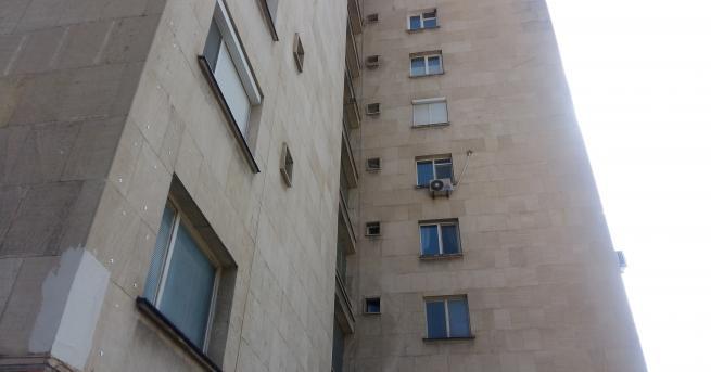 Газова бутилка пламна в апартамент на 8-ия етаж в блока
