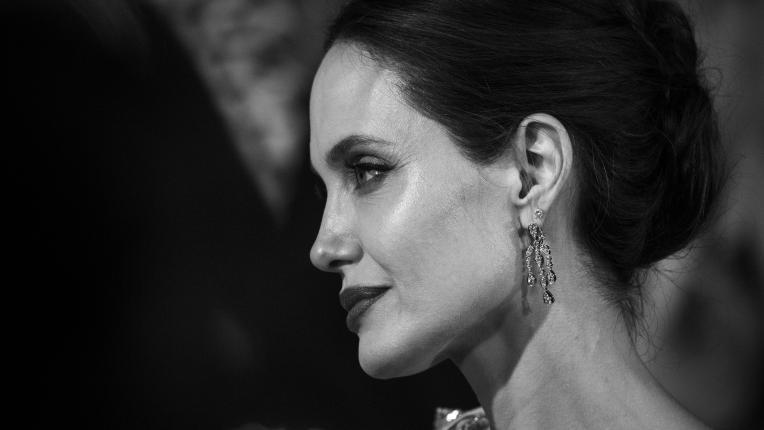 Анджелина Джоли - гола и откровена за Harper's Bazaar