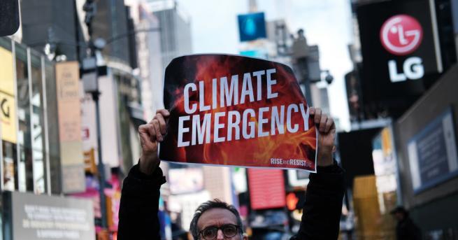 Стотици екоактивисти блокираха Таймс скуеър в центъра на Ню Йорк.