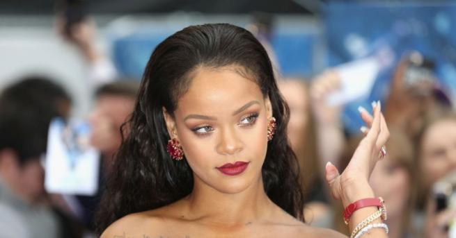 """Риана заяви пред списание """"Вог"""" (Vogue), че най-психичноболният човек в"""