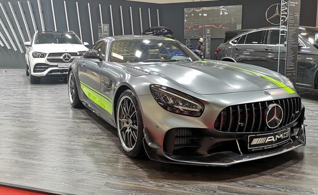 Топ 5 най-скъпи и най-достъпни автомобили на салона в София