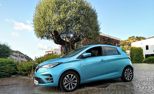 150 000: продажбите на Zoe, с което е най-продаваният електромобил в Европа; 10%: толкова ще е процентът продажби на електромобили за Групата през 2022 г.; 4727: на толкова iPhone X е равен капацитетът на батерията на новото Zoe; 70: броят нови части в двигателя R135; 60: броят на наградите на Zoe до момента; 9: толкова е броят на екстериорните цветове; 326: това е теглото на батерията с капацитет 50 kW (305 кг на батерията с капацитет 40 kW).