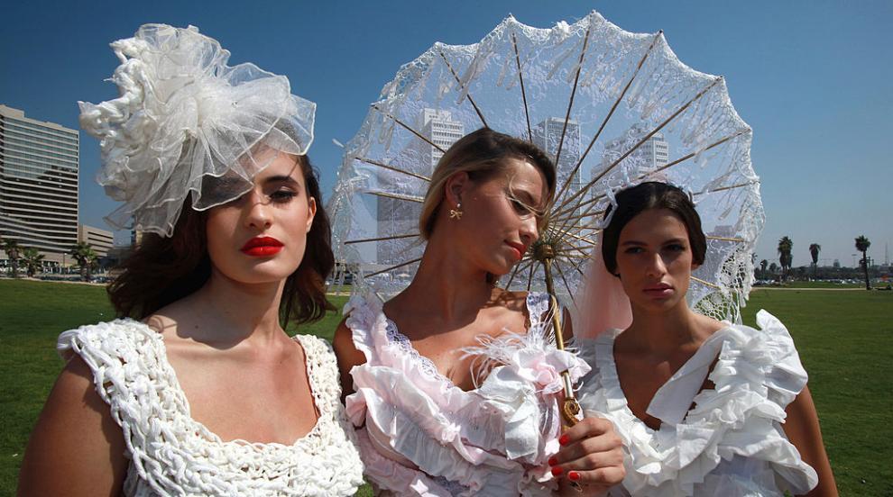 Американка спечели световния конкурс за сватбени рокли от тоалетна хартия...