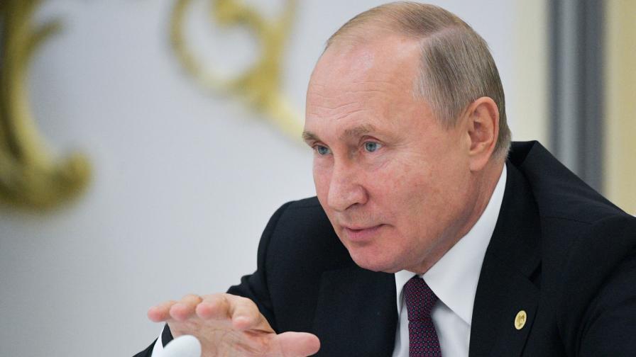 """Путин ескортиран в ОАЕ с коли с надпис """"ДПС"""""""