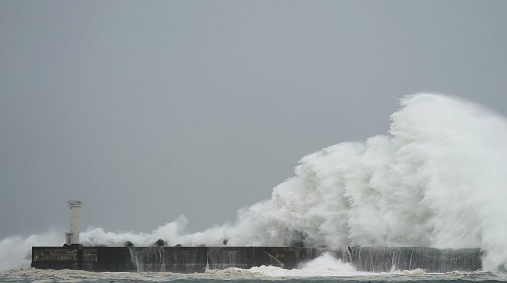 Мощният тайфун Хагибис достигна бреговете на Япония (СНИМКИ)