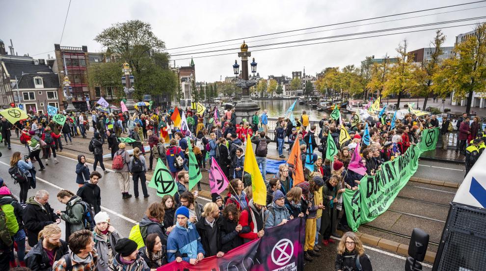 """Холандската полиция арестува 130 активисти от """"Бунт срещу унищожението""""..."""