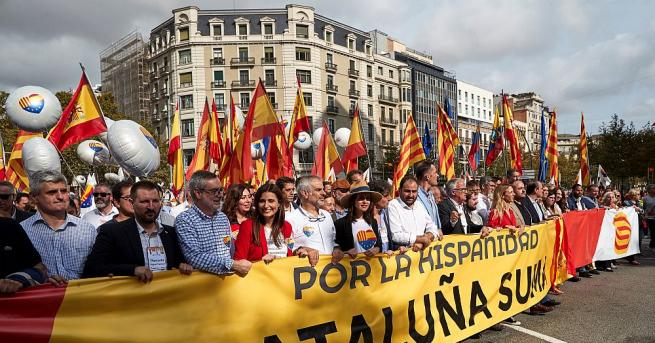 Хиляди хора, които се противопоставят на каталунската независимост, излязоха в