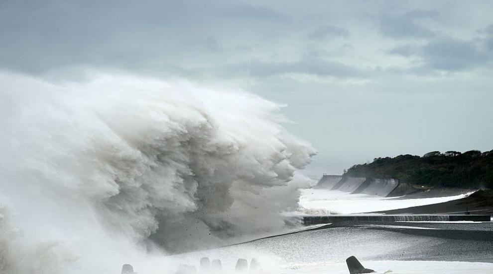 Мощен тайфун вилнее из източното крайбрежие на Китай