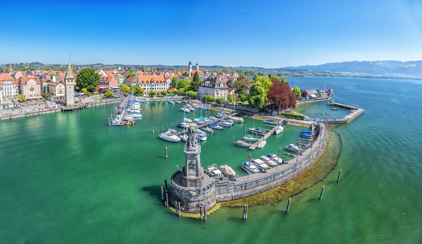 <p><strong>Боденско езеро</strong></p>  <p>Боденското езеро, известно още като езеро Констанц, е разположено между Германия, Швейцария и Австрия. То е популярна туристическа дестинация за гражданите на трите държави. Много интересен е и град Линдау, който се намира на източния бряг на езерото.&nbsp;</p>