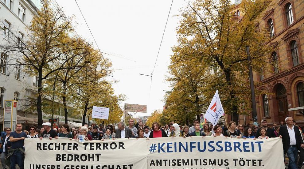 Хиляди протестираха в Берлин срещу десния екстремизъм и антисемитизма...