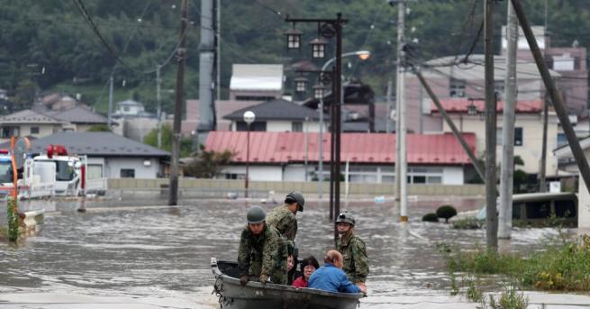 Десетки хиляди спасители търсят и днес оцелели от мощния тайфун