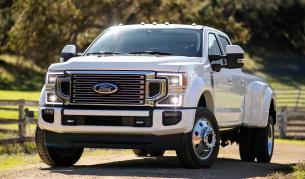 <p>Дилър на Ford подарява Библия и автоматично оръжие</p>