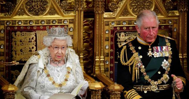 Британската кралица Елизабет Втора скъса с традицията и на церемонията