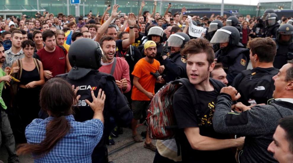 Протести блокираха летище