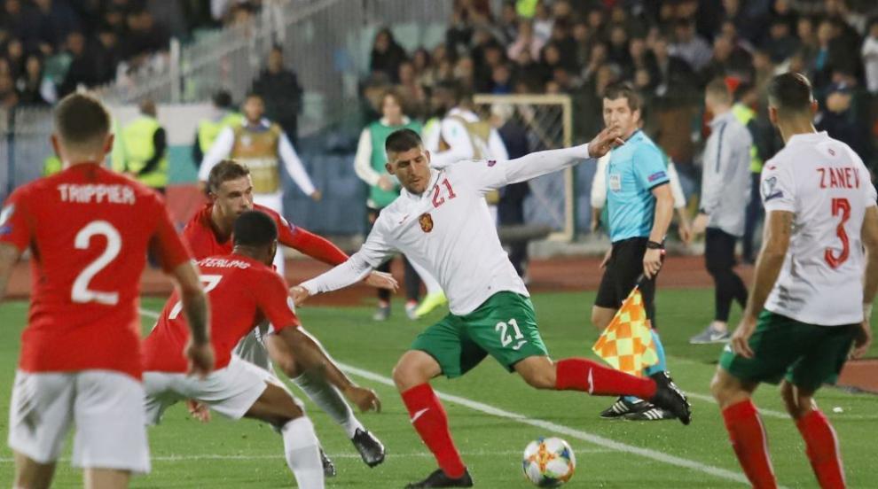България загуби мача от Англия, който беше спиран два пъти заради расизъм