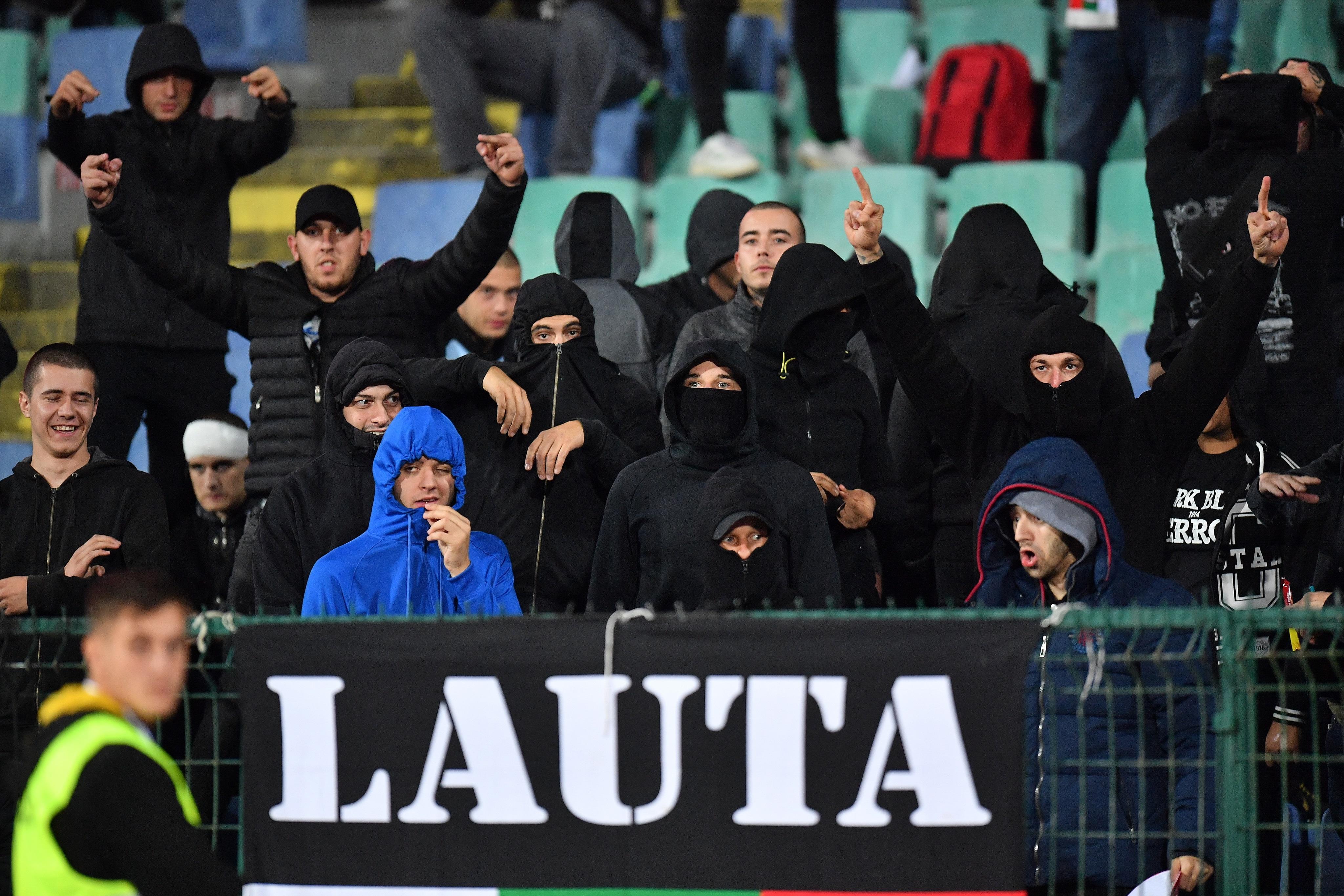 """Гръмки заглавия """"Срам"""", """"Изритахме ги"""", """"Загубеняци"""" в медиите след расистките викове на мача, загубен от България с 6 на 0."""