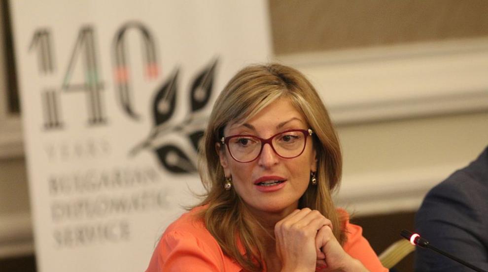 Захариева: Отлагането на преговорите със Северна Македония за ЕС ще влоши...