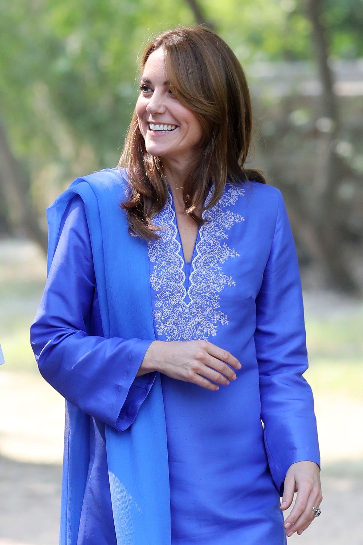 Херцогиня Кейт очарова Пакистан с традиционна курта