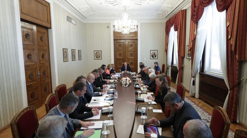Радев иска общоевропейски план в случай на нова бежанска вълна към България