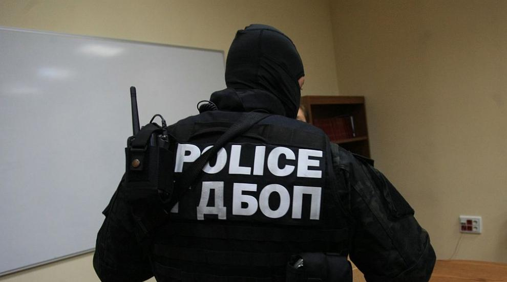 Двоен убиец въртял бургаската банда за рекет от затвора