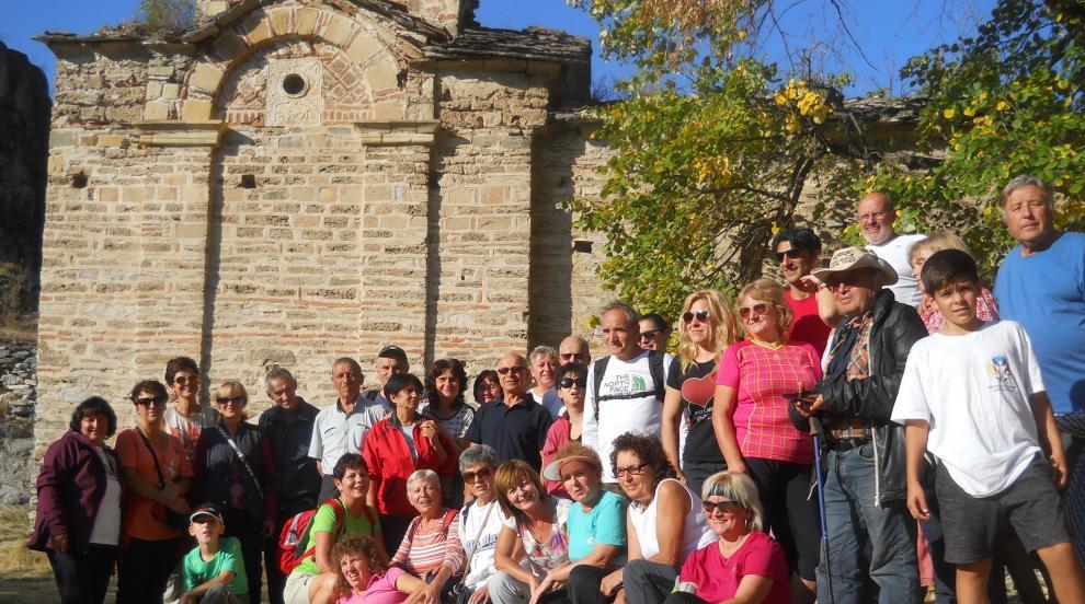 Туристите от Кюстендил, Крива Паланка и Скопие се разходиха заедно из...